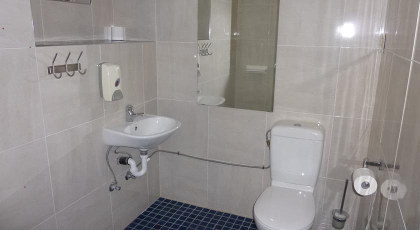 City Centre Budget Hotel, Studio Suite Bathroom - click to see an enlarged version of this image