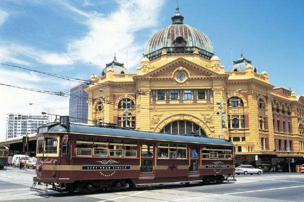 City Circle Tram in front of Flinders Street Station - click to see an enlarged version of this image